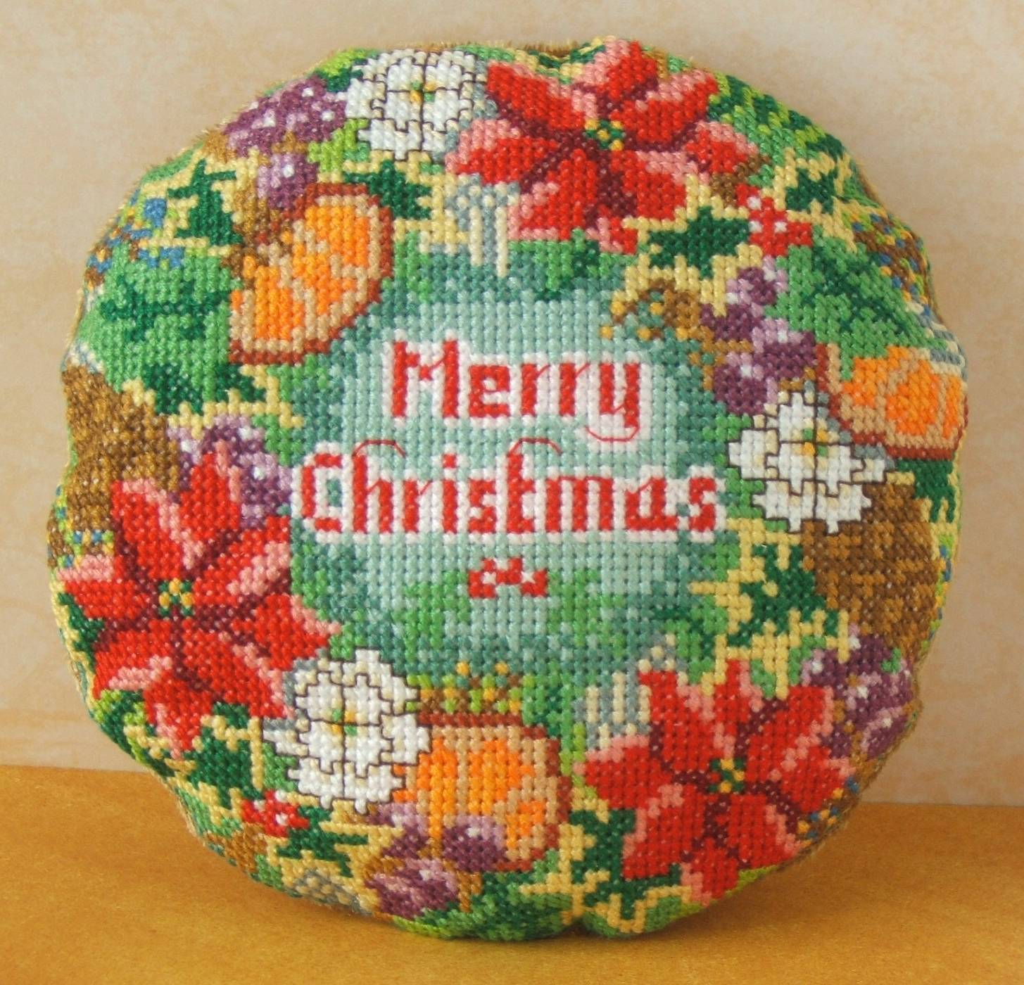Christmas_Wreath_Mini_Cushion