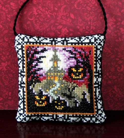 Halloween_House_on_Hill_Hanging_Decoration_Kit